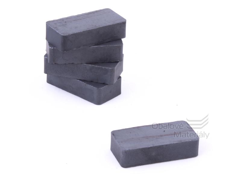 Magnet hranatý ferit 10ks,40*20 mm / tl. 10 mm - černý